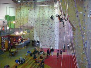 Klettermassiv Schulklasse
